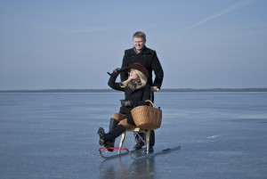 to_uka-takka-naisega-merele